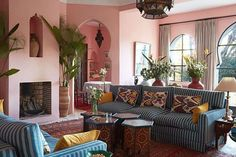 Spanish style homes – Mediterranean Home Decor Spanish Style Homes, Interior Decorating, Interior Design, Decorating Ideas, Room Interior, Mediterranean Home Decor, Architect House, Pink Walls, Architectural Digest
