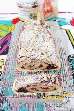 Biscottone con marmellata di sambuco e mandorle a bastoncino