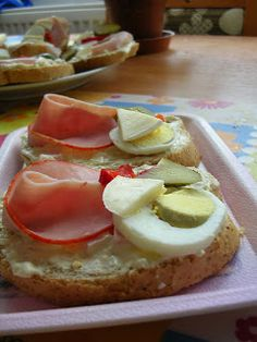 Czech Recipes, Party Snacks, Finger Foods, Nom Nom, Food And Drink, Appetizers, Cooking Recipes, Bread, Czech Food
