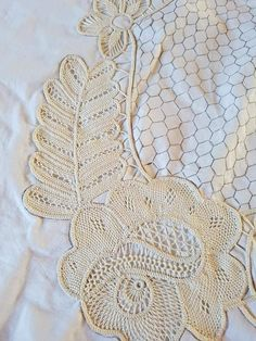Needle Lace, Bobbin Lace, Needle And Thread, Romanian Lace, Point Lace, Crochet Diagram, Lace Making, Mixed Media Collage, Crochet Doilies