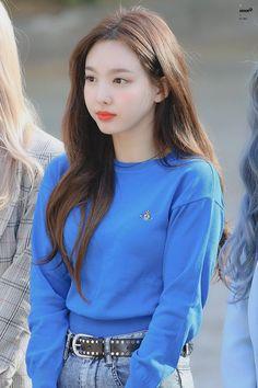 Nayeon - Back Kpop Fashion, Korean Fashion, Nayeon Twice, Twice Kpop, Im Nayeon, Kpop Outfits, Dahyun, Korean Singer, Kpop Girls