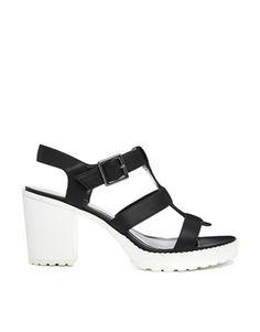 New Look – Shoreditch – Sandalen mit Absatz in Schwarz-Weiß 35
