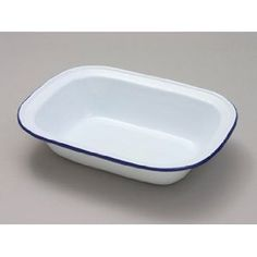 I have recently rediscovered enamel pie dishes - Jamie Oliver had a round enamel one with baking beans and it is fantastic for pies. Given up on the fancy ones I have, they just dont bake as well as these old traditional tins.This one reminds me of rice pudding as a child. Need to find some more.