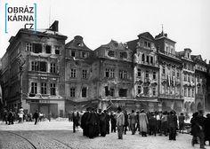 Staroměstské náměstí, květen 1945 Old City, Czech Republic, Old Photos, Ww2, Cities, Louvre, Street View, Military, Retro