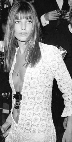 White Dress Icons - Icon People - Ideas of Icon People - The best white dress moments over the years to get us ready for Spring: Jane Birkin The Boheme Gainsbourg Birkin, Serge Gainsbourg, Lauren Hutton, 70s Fashion, Vintage Fashion, Korea Fashion, India Fashion, Japan Fashion, Street Fashion