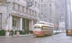 PHOTO - TORONTO - KING AT YORK - LOOKING NE - RAINY DAY - GLOBE AND MAIL BUILDING - TTC INSPECTOR - WINSTON'S RESTAURANT - 1968 (2)