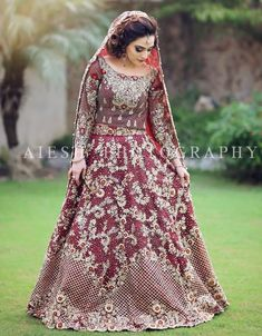 Indian Bridal Lehenga, Pakistani Wedding Dresses, Pakistani Dress Design, Pakistani Wedding Outfits, Bridal Outfits, Asian Bridal Wear, Velvet Dress Designs, Beautiful Bridal Dresses, Indian Designer Outfits