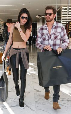Kendall Jenner and Scott Disick are seen on December 23 2014 in Los. News Photo Kendall Jenner Estilo, Kendall And Kylie Jenner, Scott Disick Style, Best Street Style, Street Styles, Jenner Girls, Outfit Invierno, Kardashian Jenner, Kardashian Family