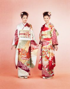 2 young women dressed in furisode.