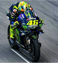 Motogp Valentino Rossi, Valentino Rossi 46, Yamaha Motorcycles, Cars And Motorcycles, Course Moto, Gp Moto, Motorcycle Racers, Vr46, 1957 Chevrolet
