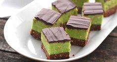 Shrek szelet recept | APRÓSÉF.HU - receptek képekkel Layer Cake Recipes, Dessert Recipes, Sweet Desserts, Sweet Recipes, Hungarian Recipes, Hungarian Food, Wedding Desserts, Cupcake Cakes, Food And Drink