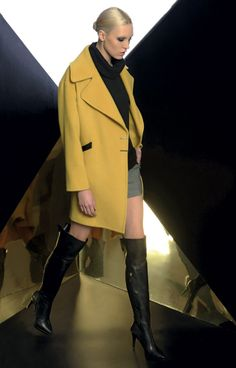 Look 05 _ 907 Coat . 112 Sweater . 437 Shorts . 281P Boots
