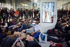 Protesters-at-Westfield-Shopping-Centre-hold-a-die-in.jpg 1.023×681 Pixel