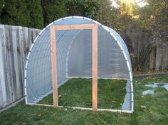 Open to the Sky: Neatest plans for a small cattle panel greenhouse I have ever seen!