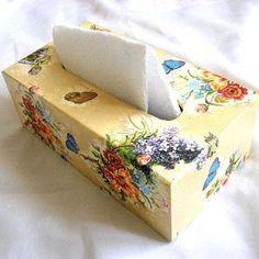 Flori campenesti culori vii si fluturi albastri si galbeni, cutii servetele