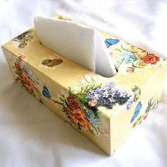 Flori campenesti culori vii si fluturi albastri si galbeni, cutii servetele Decoupage, Places, Food, Design, Eten, Meals, Lugares, Diet
