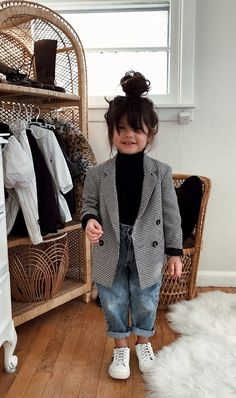 Levi's, blazer + tennis shoes Cute Little Girls Outfits, Cute Little Baby, Little Girl Fashion, Fashion Kids, Toddler Fashion, Toddler Outfits, Foto Baby, Cute Baby Pictures, Stylish Kids
