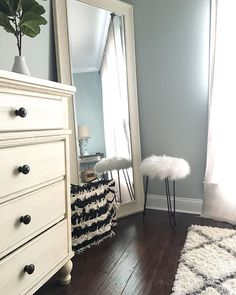 Stupendous Cool Ideas: Master Bedroom Remodel Crown Moldings bedroom remodel on a budget how to decorate.Small Master Bedroom Remodel bedroom remodel on a budget spaces. Simple Bedroom Decor, Home Decor Bedroom, Bedroom Ideas, Modern Bedroom, First Apartment Decorating, My New Room, Bedrooms, Girls Bedroom, Master Bedroom