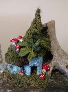 Fairy house Bird Houses Painted, Bird Houses Diy, Fairy Garden Houses, Fairy Gardens, Fairies Garden, Fairy Shoes, Fairy Garden Furniture, Planting Roses, Diy Painting