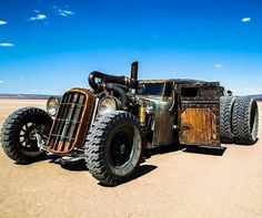 The perfect desert death machine... how cool are the woody doors & the mad dual rear axels, unstoppable SkullyBloodrider.