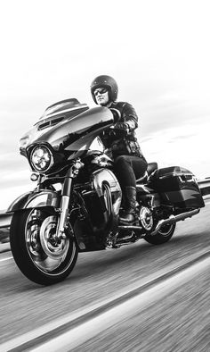 Everything you thought could never roll out of a factory. | 2017 Harley-Davidson CVO Street Glide