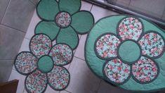 Juego De Baño Con Molde En Forma De Flor. !Me Gusta La Imagen Número 1!   Manuaidades eli Kitchen Kit, Bathroom Crafts, Margarita, Patches, Fine Art, Sewing, Crochet, Diy, Craftsman Bathroom