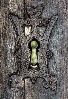 Lock and Key Saxon church in the forest Cool Doors, Unique Doors, Antique Keys, Vintage Keys, Witch Cottage, Cottage Door, Garden Cottage, Door Knobs And Knockers, Old Keys