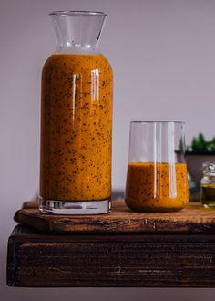Turmeric Orange Poppy Seed Dressing is tangy slightly sweet and crunchy. You will feel an explosion of flavors in your mouth when you taste it. Perfect for fall salads! Plus you can use the leftovers for smoothies. Healthy Salad Recipes, Real Food Recipes, Clean Recipes, Veggie Recipes, Yummy Recipes, Sin Gluten, Gluten Free, Dairy Free, Recipes Using Turmeric