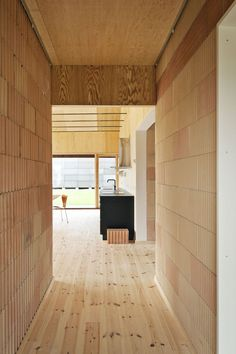 Very cool concept house with sustainable materials and construction. Corridor | Photo: STAMERS KONTOR