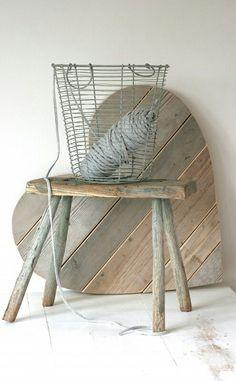 Corazon hecho con madera reciclada
