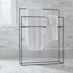 Streamlined with a hint of rustic, simple iron bath accessories outline functionality with a clean, timeless design. Free-standing rack maximizes space with two graduated hanging bars. - My Home Decor Towel Rack Bathroom, Bathroom Storage, Bathroom Taps, Shower Towel, Bathroom Furniture, Bathroom Interior, Parisian Bathroom, Serene Bathroom, Minimal Bathroom