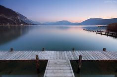 A very soft dusk on Annecy lake. >> I hope one day you'll see all the beauty of this place! Places In Europe, Places To Travel, Places To Visit, Images Of France, Lake Annecy, Annecy France, Sites Touristiques, Ville France, Peaceful Places