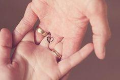 Wedding ring tattoo: 30 romantic motifs for the fingers .-Ehering Tattoo: 30 romantische Motive für die Finger Wedding ring tattoo: 30 romantic motifs for the fingers ideas # in love - 27 Tattoo, Bff Tattoos, Tattoo Motive, Mini Tattoos, Cute Tattoos, Body Art Tattoos, Tattoo Finger, Couple Ring Finger Tattoos, Simple Couples Tattoos