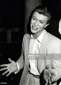 david-bowie-during-david-bowie-opens-in-the-elephant-man-at-booth-in-picture-id105451448 (729×1024)