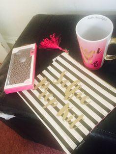 🎀5 and below treat yo self mug. Selfie prep kit  make up purse 👛 and cute phone case! 💝💝💝💝