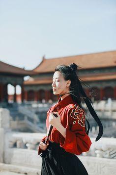 jun vibe, this shirt under her overcoat Hanfu, Zuko, Asian Style, Chinese Style, Asian Woman, Asian Girl, Cultures Du Monde, Mode Kimono, Cosplay
