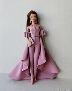 Barbie doll outfit is photo Pattern is photo It's in Russian, but it would be worth giving it a go for something this spectacular. Sewing Barbie Clothes, Barbie Clothes Patterns, Barbie Gowns, Barbie Dress, Barbie Outfits, Juste Zoe, Habit Barbie, Fashion Dolls, Fashion Dresses