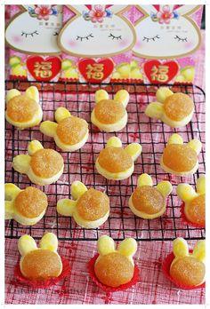 Pineapple Cookies, Pineapple Tart, Muffin Tin Recipes, Cookie Recipes, Chinese New Year Cookies, Singapore Food, Singapore Travel, Princess Cookies, Mini Tart