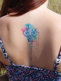 tatuagem flor de lis aquarela