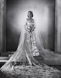 indypendent-thinking:  Princess Elizabeth wedding portrait, 1947