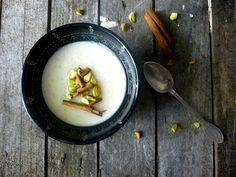 Dessert lacté du moyen orient, le muhallabieh est une super recette qui se fait très rapidement, et qui est vraiment excellente si vous ne connaissez pas...
