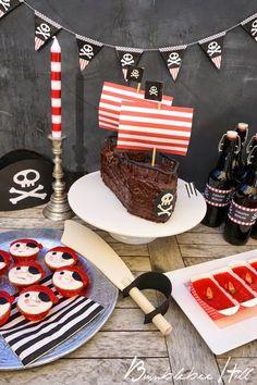 """Der Kindergeburtstag stand unter dem Motto """"Piraten"""". Die Einladungen dazu  haben wir in kleine leere Fläschchen gesteckt - eine echte Pirat..."""