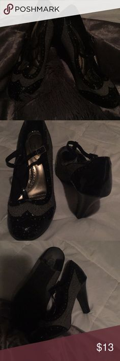 Adorable vintage look black & white pattern heels Very nice! Only Worn twice!!  Patented leather and cloth material. Size 9. DexFlex comfort is the brand. Very comfy! No scuffs or marks only damage is small threadbare area (as shown in pics) dexflex comfort Shoes Heels