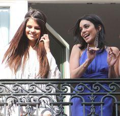 Selena Gomez und Vanessa Hudgens in Paris. Ihre Haare sind wunderschön, oder?