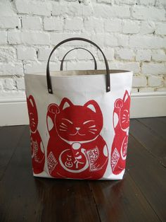 Storage hamper, hand block printed with leather handles in Maneki Neko Goodluck Cat, Papa Totoro, Etsy. Maneki Neko, Neko Cat, Crazy Cat Lady, Crazy Cats, Mode Kawaii, Japanese Cat, Cat Bag, I Love Cats, Leather Handle