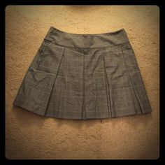 Size 8 plaid skirt from Express This sexy plaid skirt can be worn either at work or out! It's the perfect length to be a multi use staple to add to your wardrobe! Express Skirts Midi