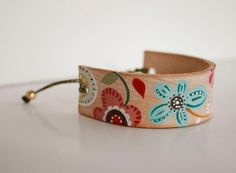 Hand Painted Leather Cuff  Bracelet  adjustable por vickygonart, $31.00