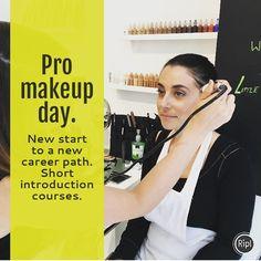 Teaching #professional #makeup #workshops #airbrush #makeup #clean #natural #flawless looks. www.littlelab.co.uk
