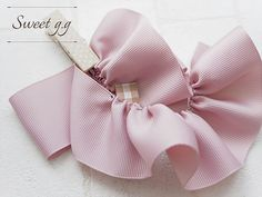 フリルたっぷりリボンの作り方 Hair Bow Tutorial, Handmade Beaded Jewelry, Diy Hair Bows, Ribbon Work, Ribbon Embroidery, Diy Hairstyles, Headbands, Diy And Crafts, Hair Accessories