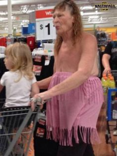 Extremely Amusing People of Walmart Photos That Will Make Your Day! People Of Walmart, Only At Walmart, Walmart Humor, Walmart Shoppers, Walmart Stores, Walmart Walmart, Funny Walmart Pictures, Walmart Photos, Crazy People